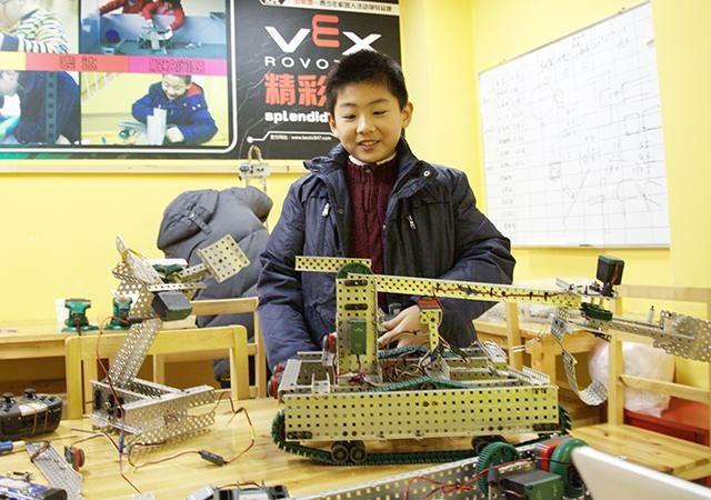 泊思地机器人教育