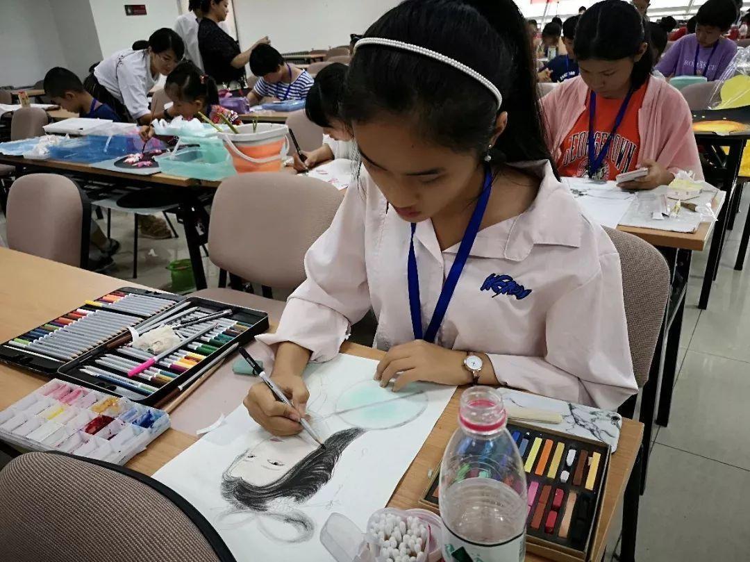 彩色斑马儿童美术
