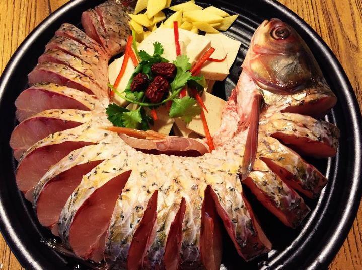 无渔伦比蒸汽石锅鱼
