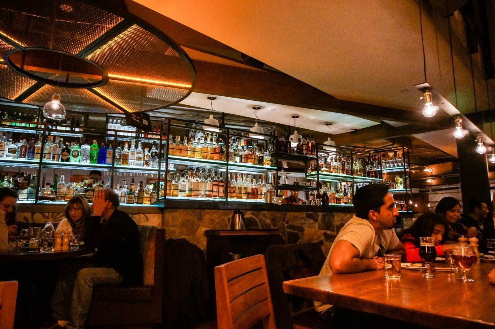加盟一家晚局酒吧的加盟费用是?一般在10到20万之间